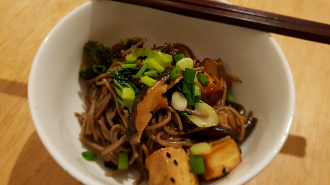Soba mit Tofu und Teriyakisoße